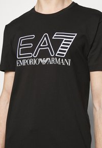 EA7 Emporio Armani - T-shirts print - black/white - 4