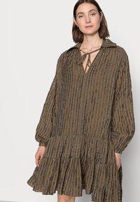 Glamorous Tall - LADIES DRESS GINGHAM - Košilové šaty - olive metallic - 3