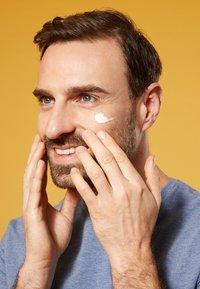 Nivea - UV FACE SHINE CONTROL CREAM - Zonnebrandcrème - - - 4
