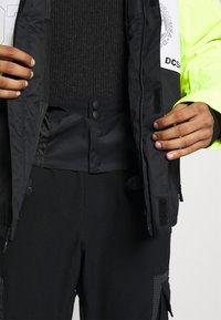 DC Shoes - DEFY JACKET - Snowboard jacket - syndicate white - 6