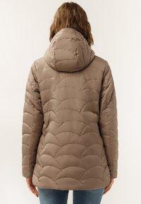 Finn Flare - MIT ASYMMETRISCHEM REISSVERSCHLUSS - Winter jacket - toffy - 2