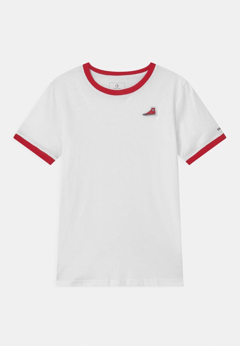 Converse - RINGER SNEAKER PATCH - T-shirt imprimé - white