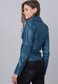 Basics and More - Leather jacket - oil blue - 5