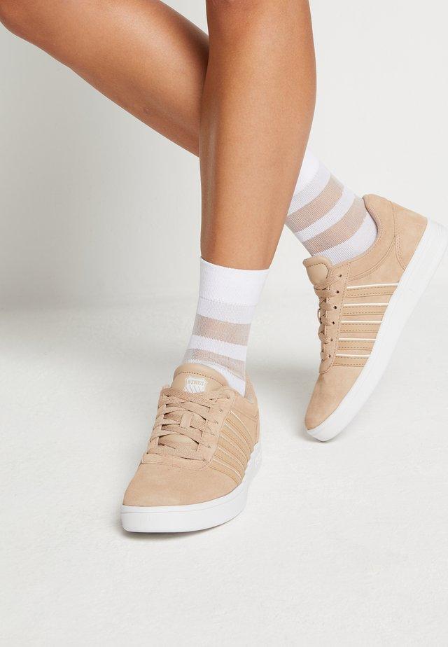 COURT CHESWICK  - Sneakers basse - nougat/blanc de blanc
