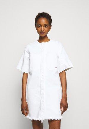 FRAYED HEM MINI DRESS - Sukienka jeansowa - white