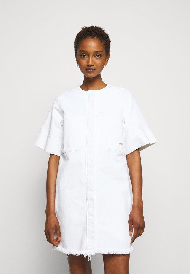 FRAYED HEM MINI DRESS - Robe en jean - white
