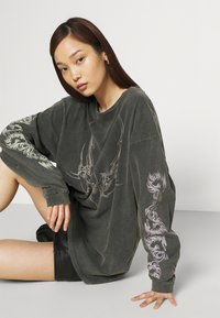 NEW girl ORDER - TRIABL SPIDER ACID WASH - Long sleeved top - charcoal - 3