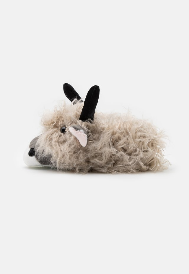 LONG HAIR HIGHLAND COW SLIPPER - Pantuflas - grey