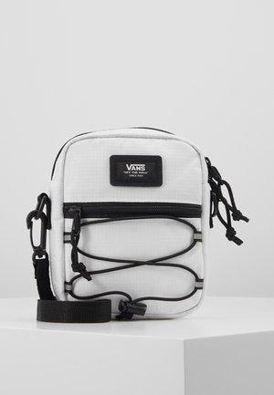BAIL SHOULDER BAG - Across body bag - white