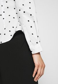 Marks & Spencer London - SPOT FITTED - Button-down blouse - offwhite - 3