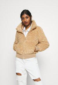 ONLY Petite - ONLELLIE SHERPA JACKET - Light jacket - cuban sand - 0