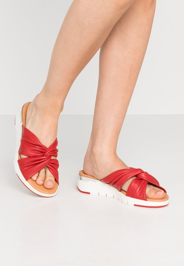 SLIDES - Mules - red