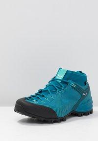 Salewa - ALPENVIOLET GTX - Climbing shoes - malta/lagoon green - 2
