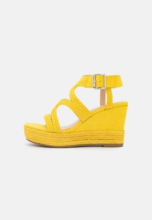 taupe - Sandały na obcasie - yellow
