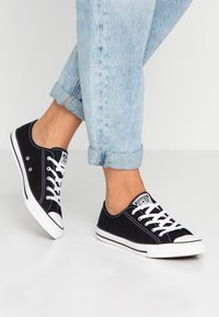 Converse - CHUCK TAYLOR ALL STAR DAINTY BASIC - Sneakers laag - black/white - 0