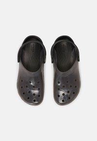 Crocs - CLASSIC TRANSLUCENT - Klapki - black - 5