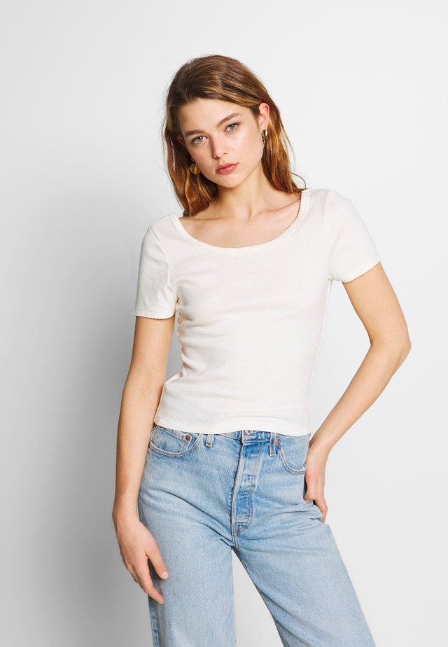 SWEETHEART SCOOP BACK TEE - Print T-shirt - gardenia