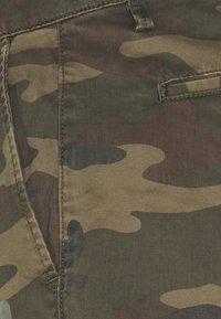 GAP - IN PRINTED - Shorts - khaki - 5