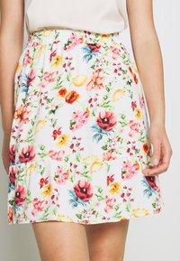 NA-KD - ELASTIC WAIST FLOWY MINI SKIRT - A-line skirt - white/multicolor - 4