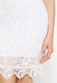 Vila - VIEDELLE CAPSLEEVE DRESS - Pouzdrové šaty - snow white - 5