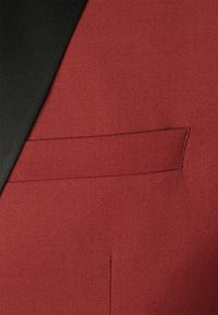 Isaac Dewhirst - THE TUX - Dress - red - 9