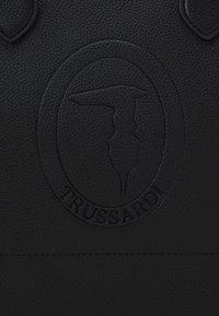 Trussardi - IRIS STAMPA CERVO SET - Kabelka - black - 6