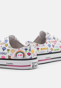 Converse - CHUCK TAYLOR ALL STAR GAMER UNISEX - Trainers - white/black/bold pink - 5
