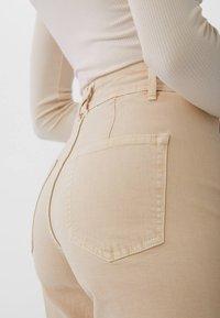 Stradivarius - 01164693 - Jeans Straight Leg - beige - 3