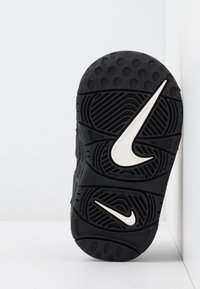 Nike Sportswear - AIR MORE UPTEMPO QS - High-top trainers - black - 5