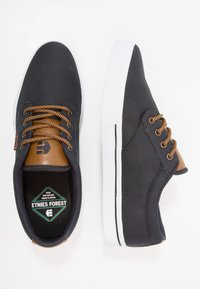 Etnies - JAMESON ECO - Skateboardové boty - navy/tan/white - 1