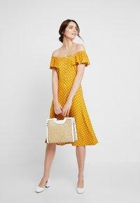 Dorothy Perkins - SPOT BARDOT DRESS - Jerseyklänning - ochre - 2