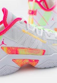 Jordan - ONE TAKE II - Scarpe da basket - white/hyper pink/lime glow/citron pulse - 5