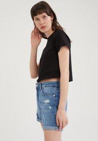 DeFacto - PACK OF 2 - Basic T-shirt - white - 4