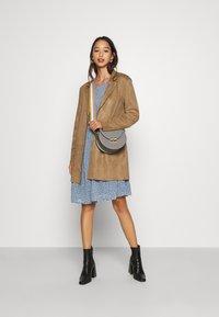 ONLY - ONLZOE DRESS - Denní šaty - faded denim - 1