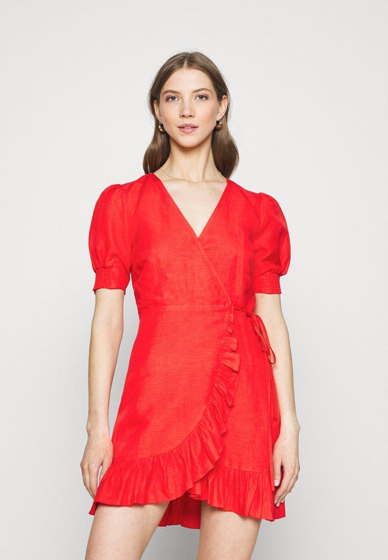 Forever New - BOSTON WRAP SKATER DRESS - Robe d'été - red