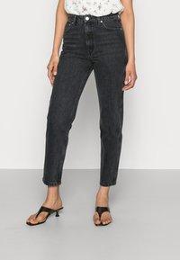 Gestuz - DENA  MOM JEANS  - Straight leg jeans - washed black - 0