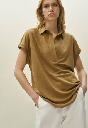 MIT HEMDKRAGEN - Polo shirt - brown