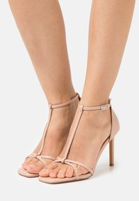 ONLY SHOES - ONLALYX T-BAR - Sandály - beige - 0