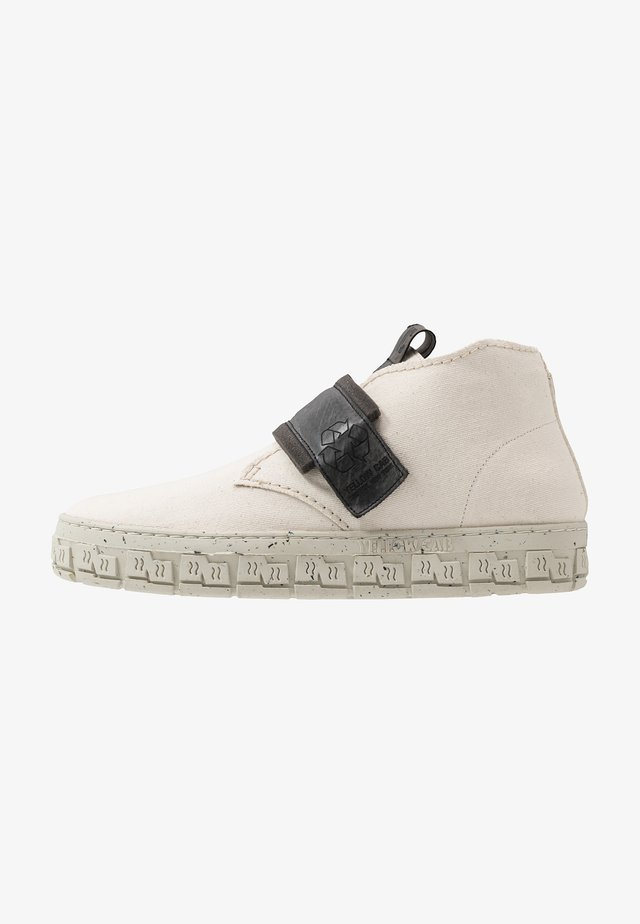 CHECK - High-top trainers - offwhite