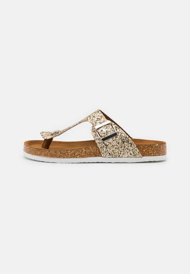 ONLMATHILDA METALLIC TOE SPLIT - Sandály s odděleným palcem - gold