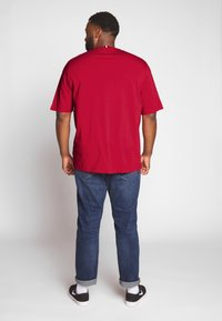 Tommy Hilfiger - CORP STRIPE TEE - T-shirt con stampa - red - 2