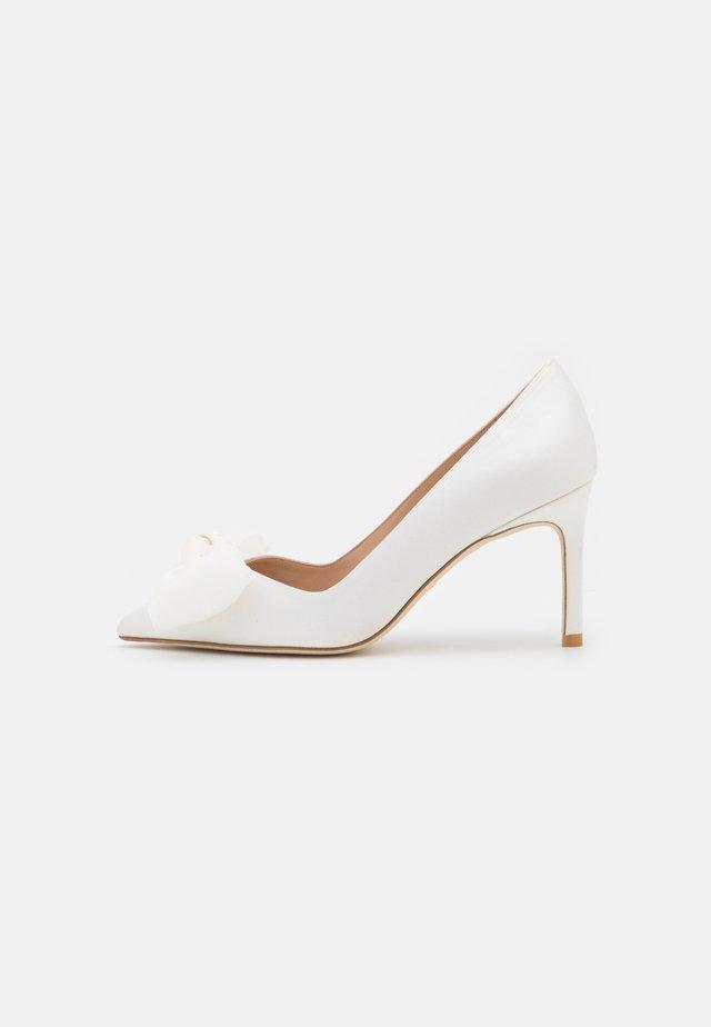 ANNY BOW - Escarpins - white/cream