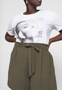 Dorothy Perkins Curve - TIE WAIST - Shorts - khaki - 4