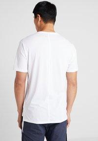 Reebok - OST ACTIVCHILL MOVE TEE - Print T-shirt - white - 2