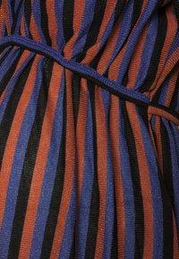 MAMALICIOUS - MLBECCA NELL MIDI DRESS - Jerseykjole - auburn/black/royal blue - 2