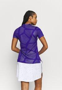 Nike Golf - W NK BRTH SS COURSE JAQUARD  - Print T-shirt - concord/light thistle - 2