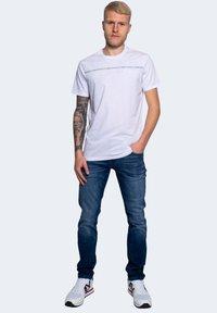 Armani Exchange - Print T-shirt - white - 1