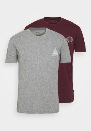 2 PACK - Camiseta estampada - grey/bordeaux