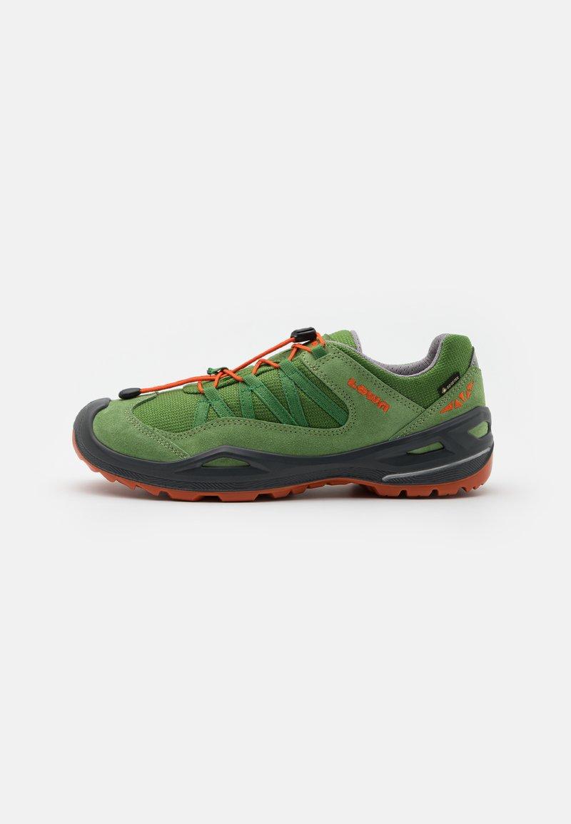 Lowa - ROBIN GTX LO - Hiking shoes - grün/orange