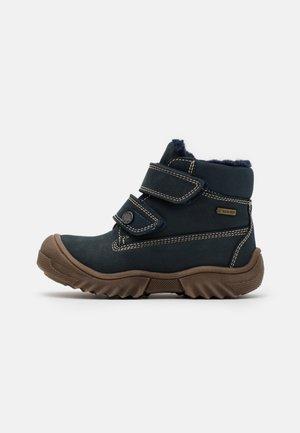 PMB GTX UNISEX - Winter boots - blu scuro